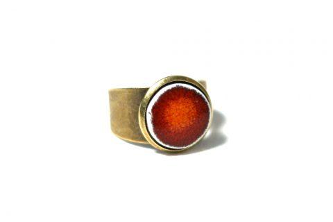 Nuria-Garcia-Ring-rot-weiss